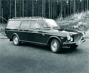 37 år har gått sedan den svartvita bilden till höger knäpptes av Peo Jondelius. Den unika Volvokombi som Sture Levin lät bygga 1972 har stått still sedan 1991 men är i klart renoveringsbart skick.
