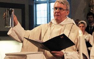 Avskedsgåvan till Fredrik Lautmann blev en vinkanna till Leksands kyrka.
