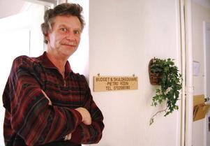 Pietro Rödin hjälper skuldsatta som bor i Bergs kommun. Foto: Sandra högman