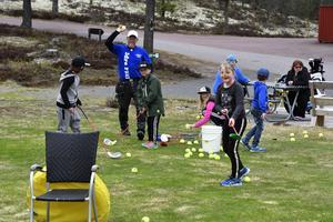 Blivande golfare på golfens dag i helgen tillsammans med Trond Lia.