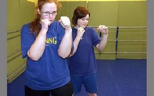 Therese Gunnarsson utbildar sig till tränare. Till höger Louise Bodin Klang.FOTO: ANNA ENBOM