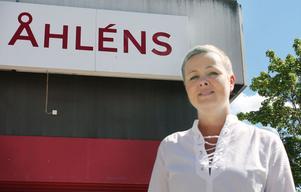 Väntar med spänning. Gisela Bruem ser fram emot invigningen av ett nyrenoverat och omstrukturerat Åhléns i Bollnäs.