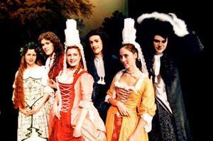 Barockensemblen Groundhogs i form av herdeflickor, skogsfåglar och dansande gudaväsen tar oss med till 1600-talets England i konserten One Charming Night.