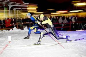 FINAL. Hög hastighet var det i finalen mellan utmanaren Johan Olsson och landslagsåkaren Emil Jönsson, båda från Årsunda.