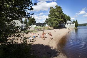 Långnäs är ett av de mer centrala baden. Den klassiska folkparken är också en utmärkt badplats.
