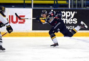 Jonas Halvarsson  hittade rätt med två slagskott.