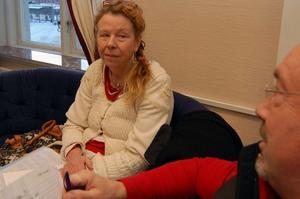 Det här är ett led i mobbningen av mig och tanken är att de ska knäcka mig, säger Lena Heed Sandlund