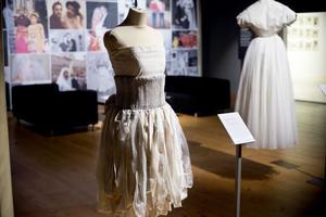 En modern  brudklänning som Viktoria Melinder gjorde 2009.