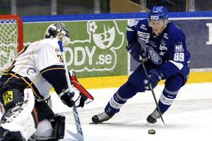 I morgon är sista dagen för David Åslin med flera att lämna besked om framtiden. LIF-forwarden utesluter inte en fortsättning med Leksand i Hockeyallsvenskan.