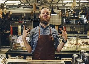 Emil Åreng älskar sitt yrke som bartender – och han älskar Norrland. Nu har 29-åringen från Bräcke blivit utsedd till