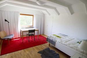 För att slippa bo på hotell hade bröderna Marcus och Jacob Wallenberg varsitt övernattningsrum i Villa Asea.