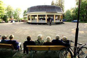 Var rädd om kulturhistoriskt värdefulla miljöer, som paviljongen i Regementsparken, tycker insändarskribenten.