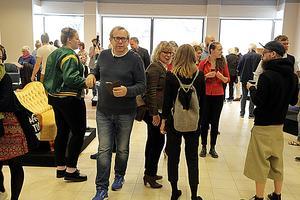 Det var många som kom för att se utställningen som pågår fram till 19 maj.