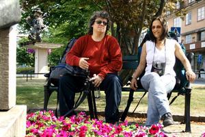 Långväga besökare. Kim Percy från Kanada och Petra Heese från Sydafrika gillade Hallsberg och hade gärna stannat en dag eller två.