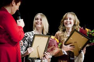 Integrations- och ungdomspriset 2012 tilldelades Sabina Dahlberg och Amanda Bransell för deras osjälviska omhändertagande av nya elever från främmande länder.