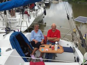 Daisy och Stig-Olof Larsson gör i år sin femte resa genom Göta kanal.   Foto: Privat