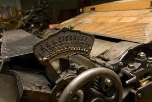 Reparation. För tillfället repareras flera maskiner på Rosenlöfs museum. Pengarna kommer från Riksantikvariatämbetet.