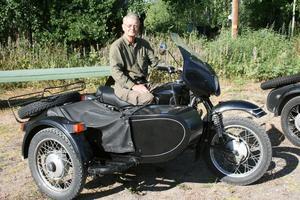 Svenska ryssmotorcykelföreningen kom också till Möklinta. Här Olle Skog med sin Ural -92. Foto: Lova Jansson