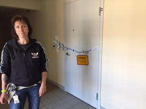 Kim Envall, behandlingsassistent, var med och släckte en häftigt uppflammande brand i ett av rummen på gruppboendet. Hon och en kollega lyckades släcka branden innan den hann göra större skada.