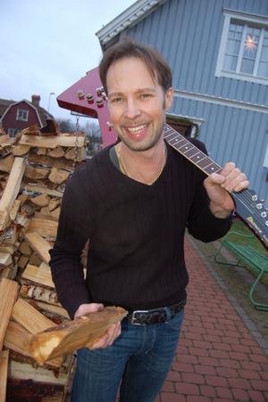 Vedhög och gitarr är två av Claes Callmans