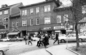 Prästgatan 19. Systembolaget, som skymtar till vänster låg kvar där till 2000-talet.