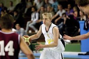 Hallsta Basket kan andas ut sedan man slagit Lidingö och klarat sig kvar i division 1.