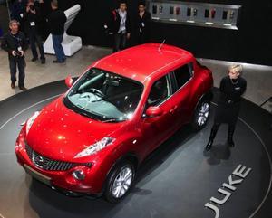 Småbilscrossover kallar Nissan sin nya Juke. Bilen har en direktinsprutad 1,6-litersmotor och fyrhjulsdrivning som inte bara fördelar kraften mellan fram- och bakaxel utan också i sidled mellan höger- och vänsterhjul.
