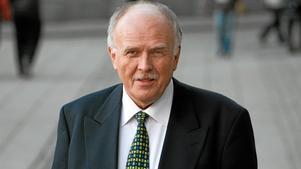 Riksdagsledamoten Lars-Axel Nordells valaffischer revs ner under natten.