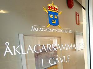 Strafföreläggandena har meddelats av åklagarkammaren i Gävle.