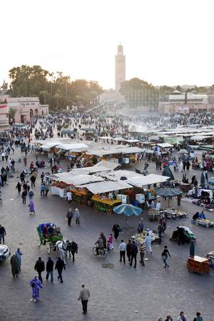 Torget Djemaa el-Fna i Marrakech.