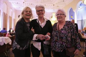 Mona-Lis Klässman, Yvonne Mattsson och Barbro Tondkar, alla från Älvros träffades i vimlet på 70-års festen.