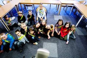 Förskoleeleverna på Ängsmogården avslutade miljökampanjen med att spela in en sång om att panta som tävlingsbidrag till Pantresan.