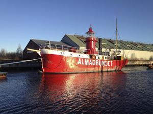 Fyrskeppet Almagrundet visas under en av årets stadsvandringar i Gävle.