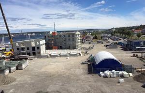 Skanskas bygge i Inre Hamnen tar form. Nu försöker kommunen locka fler att bygga i det här området.