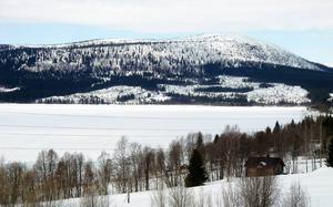 Strömsunds kommun är landets sjunde största kommun till ytan. Det ställer stora krav på kommunen under kristider.    Bilden är från Stora Blåsjön.