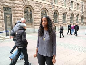 Det är frustrerande att gå igenom ännu en rättsprocess med påhittade uppgifter tycker Emy Maru som den 12 maj var med på ett seminarium om Fikru Marus situation i riksdagshuset i Stockholm.
