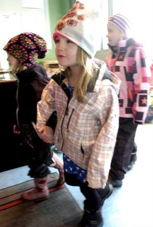 3 - INTÅG. Lilly Larsson och Cornelia Rönnlund var bland de första att kliva in i Skattkistan.