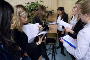 Efter inledande programförklaringar fick eleverna lobba för sina egna resolutioner.