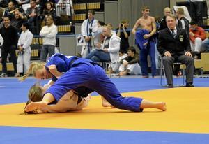 Silvermedaljör. Elin Broström tog silver när junior-SM avgjordes. Hon dominerade i finalen, men diskades efter en protest mot domaren.