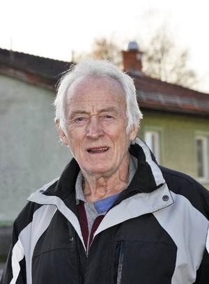 Bykooperativets ordförande Sigurd Zakrisson hade hoppats att yngre krafter i byn skulle visa intresse och hjälpa till.