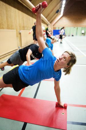 Elitorienteraren Emma Johansson ser friskvården på jobbet som ett bra komplement till sin vanliga träning.