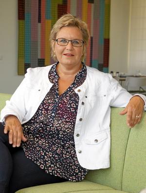 genus i vården. Professor Inger K Holmström uppmärksammar en märklig könsskillnad i sjukvårdens telefonrådgivning.