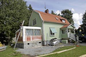 Sommarlov. Den 4 april är sista datum att skicka in bygglovsansökan till Västerås stad om du vill vara säker på att få tillståndet klart till sommaren. Se till att alla efterfrågade papper och skisser kommer med ansökan.