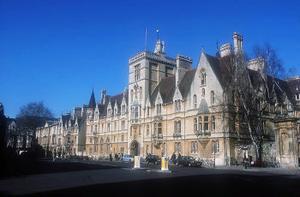 Balliol college, ett av många college vid universitetet i det Oxford som fått bistån med scenen till många deckare.