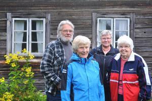 Fyra sjättedelar av gänget bakom den fjärde boken om Hertsjöbygden. Från vänster: Roland Larsson, Solveig Legeryd, Solveig Nygren och Gerda Wallin.