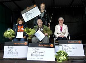 Stipendiaterna Anki Jonsson, Rehns BK, Leif Fernqvist, Göta Sandkvist och stående Örjan Hans-Ers hyllades på tingshustorget på lördagen.