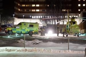 Den skadade mannen flögs med ambulanshelikopter till Sundsvalls sjukhus.