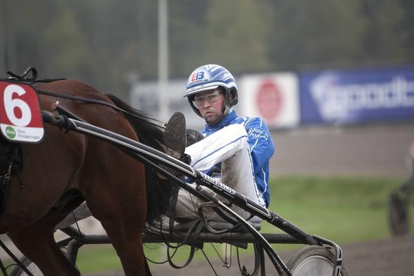 Rikard N Skoglund, tidigare Östersund, men numera Bollnästränare, körde hem segern med Anetter Wikströms Olymp Amok på Bergsåker i onsdags. Arkivbild