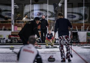Alexander Lindström (längst bort) spelade tillsammans med Henrik Leek, Andreas Lindström och pappa Kenneth Lindström i ett nykomponerat Lit/Lindström-lag i helgen. Det slutade med seger i Östersund Senior Open.