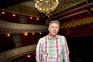 Ett år som teaterchef vid Teater Västernorrland. Iso Porovic tycker att han har lyckats med att bredda teaterutbudet. Nu hoppas han på publikrekord nästa år med bland annat satsningen på musikalen Blodsbröder.